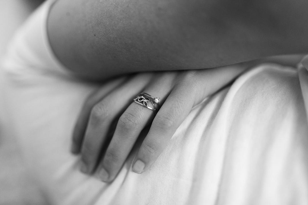 Promessa di matrimonio a Padova. Servizio SWP. Dettaglio sulla fede