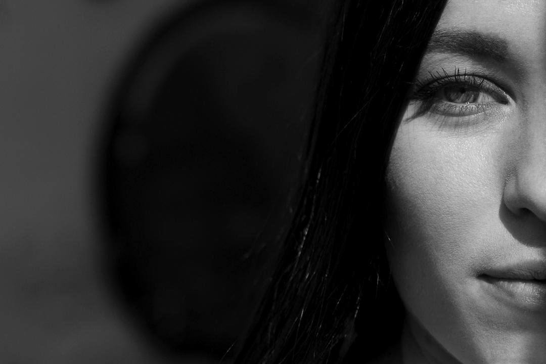 Primo piano sul viso ragazza. Servizio fotografico di coppia SWP a Vicenza