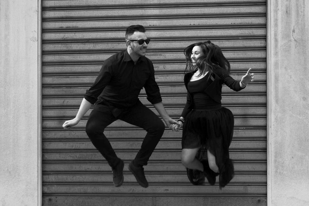 Foto alla coppia che salta. Servizio fotografico di coppia SWP a Vicenza