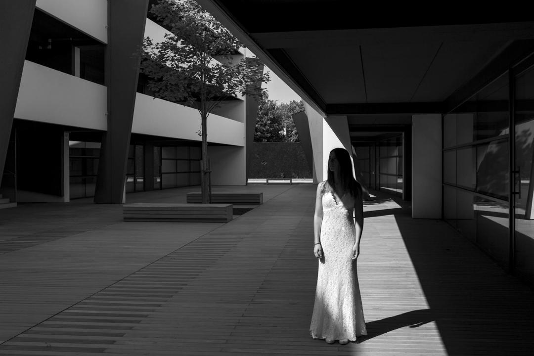 Foto ragazza in interno di palazzo, promessa di matrimonio a Padova. Servizio fotografico SWP