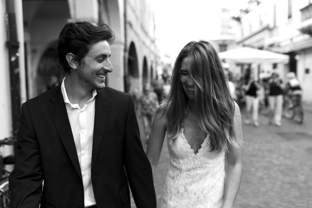 Promessa di matrimonio a Padova. Servizio SWP. Coppia ripresa di fronte