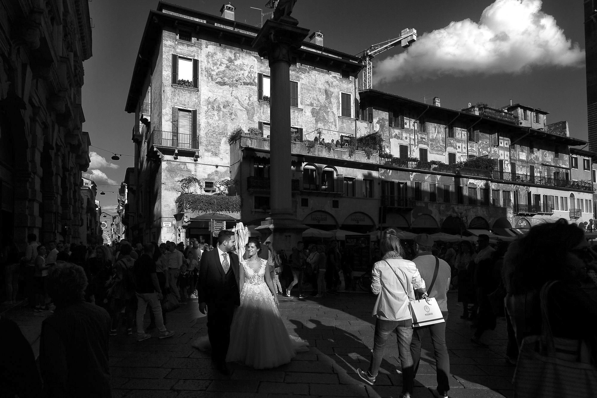Servizio di matrimonio a Verona. Street Wedding Photography i professionisti della fotografia di strada