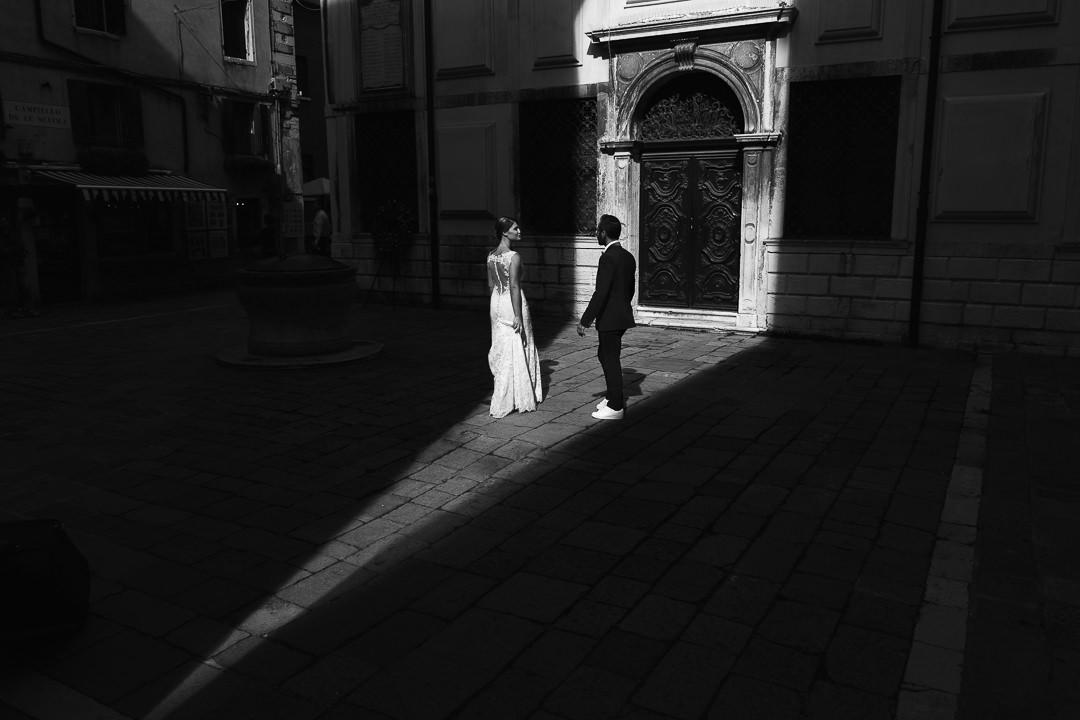 Sessione fotografia post-wedding a Venezia. Servizio per Elisa e Luca. Street Wedding Photography, fotografo di matrimonio Venezia Padova Treviso Veneto 15