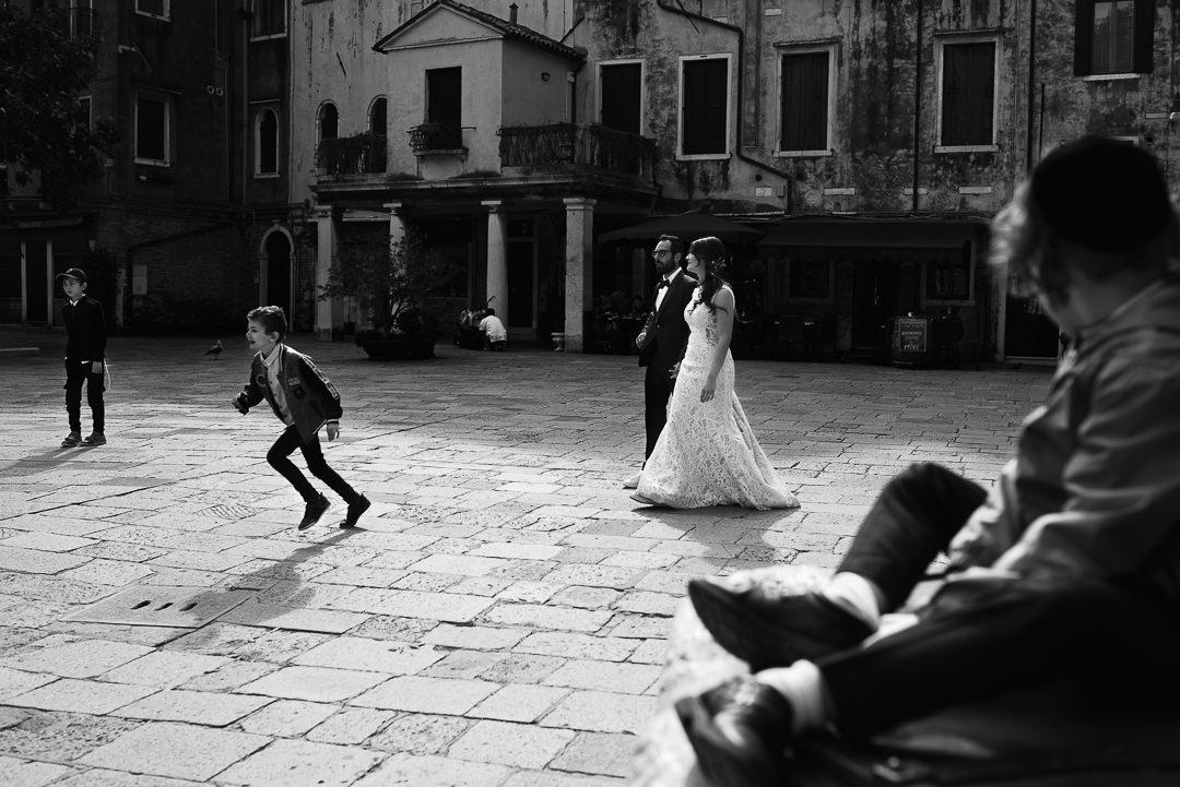 Sessione fotografia post-wedding a Venezia. Servizio per Elisa e Luca. Street Wedding Photography, fotografo di matrimonio Venezia Padova Treviso Veneto 17