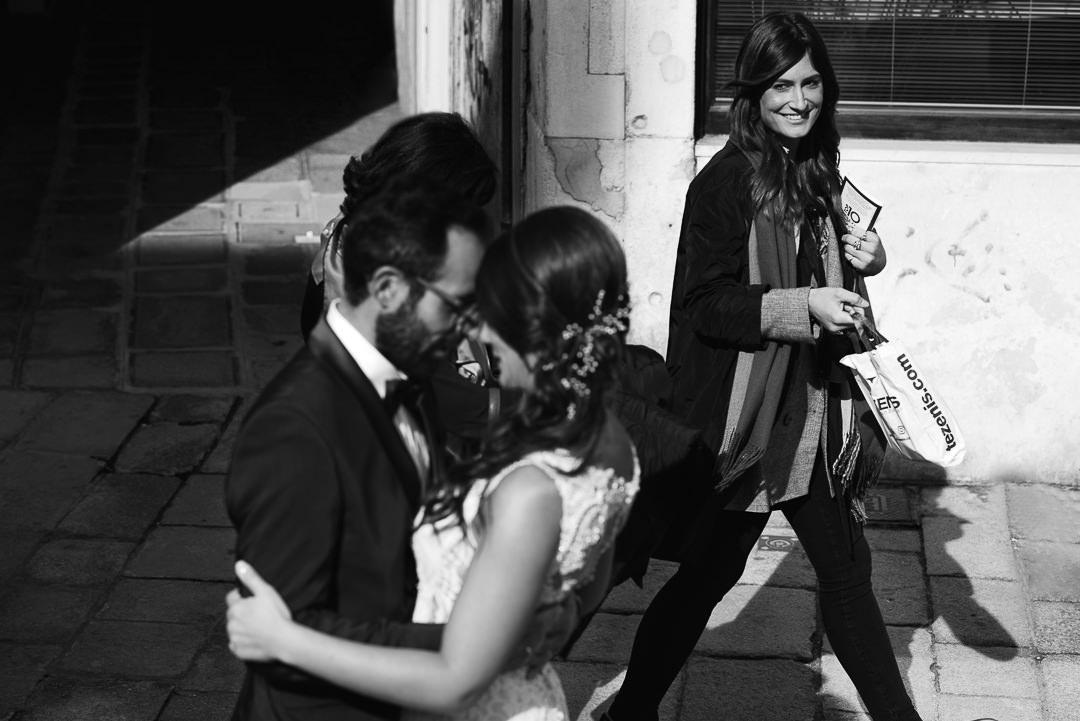 Sessione fotografia post-wedding a Venezia. Street Wedding Photography i professionisti della fotografia di strada