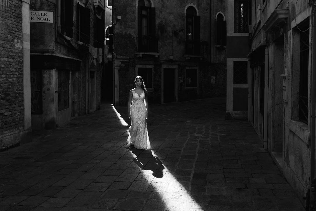 Sessione fotografia post-wedding a Venezia. Servizio per Elisa e Luca. Street Wedding Photography, fotografo di matrimonio Venezia Padova Treviso Veneto 23