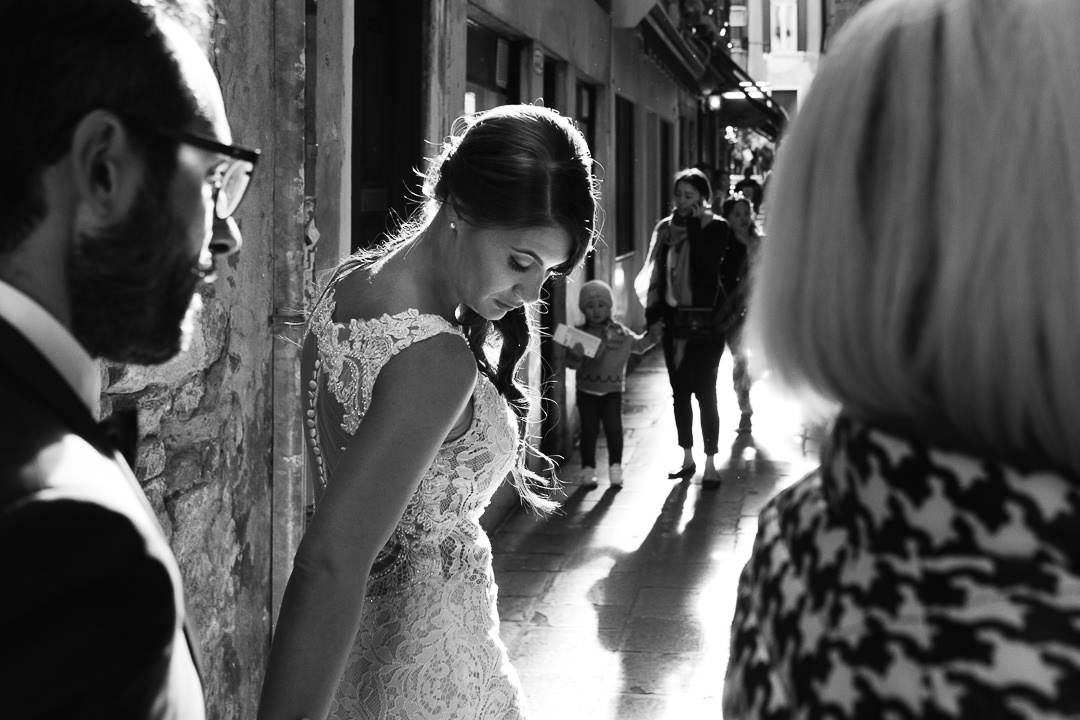 Sessione fotografica post-wedding a Venezia. Street Wedding Photography